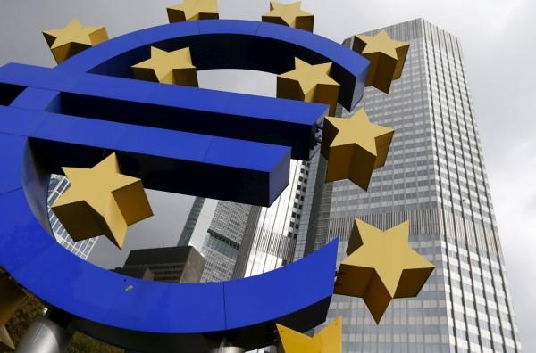 脫歐談判陷入僵局,英鎊下跌。(路透)