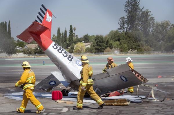 美國洛杉磯發生小飛機墜毀意外。(美聯社)