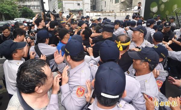 反年改暴力,林揆下令警方,速嚴辦。(資料照,記者廖振輝攝)