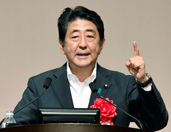 日本眾議院大選明登場,安倍晉三領導的自由民主黨可望贏得大選,穩坐首相之位。(路透社)