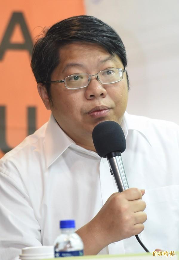 經濟民主連合總召集人賴中強在會中指出,李明哲案給台灣啟示,就是台灣唯一的生存之道,就是要遠離中國。(記者劉信德攝)