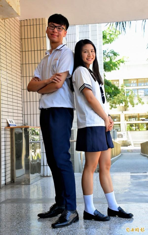 台東高商男生與女生的制服各具特色。(記者黃明堂攝)