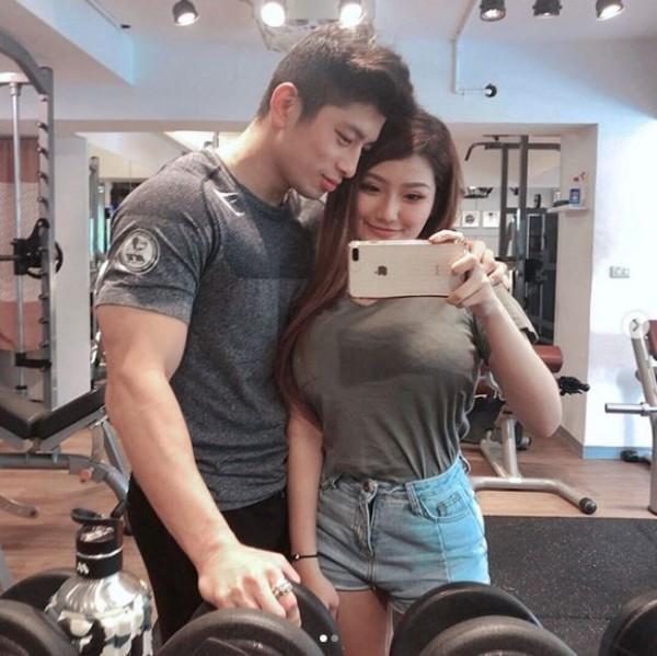 Gina在社群網站中PO出與男朋友一同健身的甜蜜照片。(圖擷取自Gina IG)