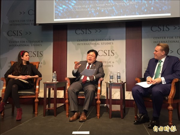 台灣學者黃基禎在華府「戰略暨國際研究中心」指出,台灣遭到的境外網路攻擊正在升級。(記者曹郁芬攝)