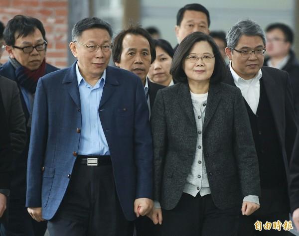 總統蔡英文、台北市長柯文哲今天同台視察松山健康公宅。(記者廖振輝攝)