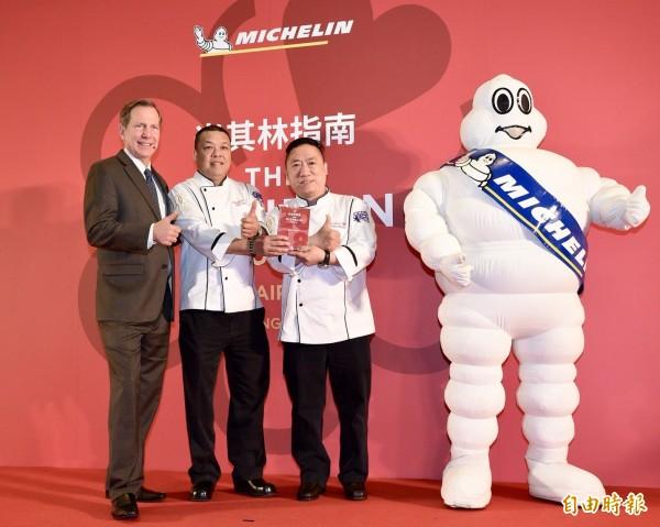 君品飯店「頤宮」餐廳主廚陳偉強、陳泰榮摘下米其林三星。(記者羅沛德攝)