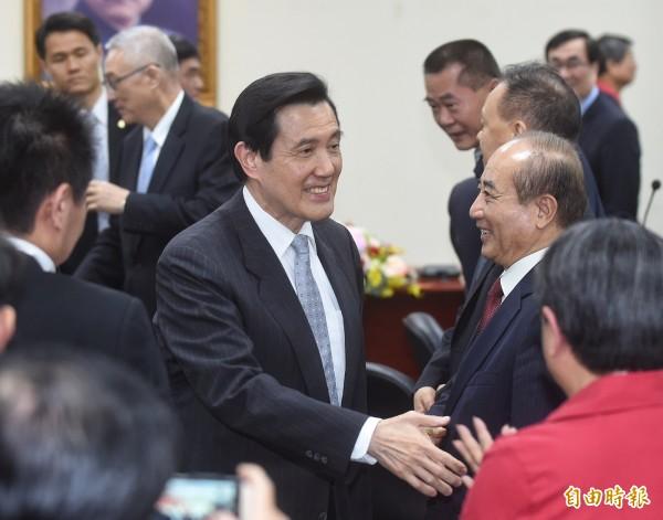 馬英九已經批示翁啟惠提出的書面辭呈,要求他儘速歸國,向他及立法院報告以維護中研院聲譽。(記者劉信德攝)