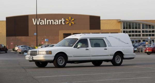 全球最大零售商「沃爾瑪」昨日宣布,為了轉為「全方位零售商」,Wal-Mart Stores Inc.將改名為Walmart Inc.以對抗全球最大電商亞馬遜。(美聯社)