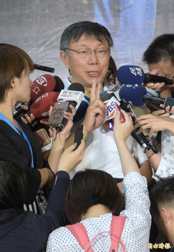 台北市長柯文哲今天出席捷運盃街舞大賽後接受媒體聯訪,再談基隆輕軌爭議。(記者張嘉明攝)