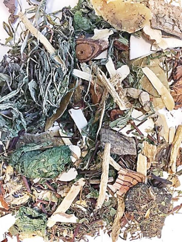 初步檢驗受害者飲用的草本茶後,驗出含有來自「附子」的烏頭鹼成份。(圖截自網路)