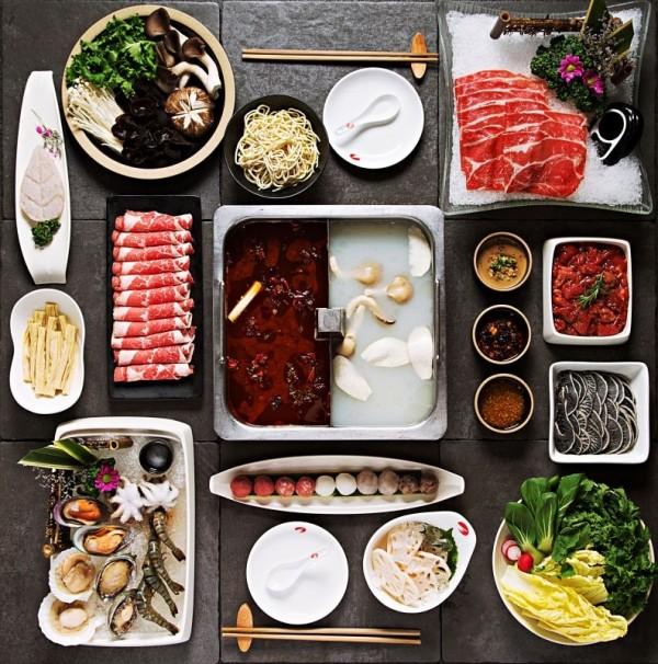 近日海底撈火鍋於官方臉書宣布,「台灣各門市開放民眾可以『自帶食材』來用餐,且不會額外收費」,讓網友直呼「這很狂,完全打趴其它店家了。」(資料照,遠百提供)
