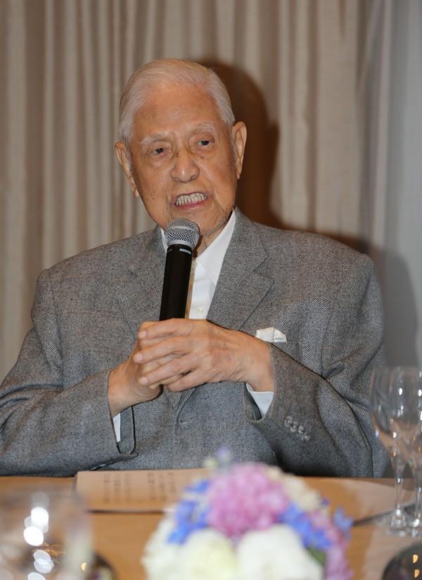 前總統李登輝今晚在琉球演說時表示,他要提醒中國,台灣不會是中國的敵人,中國的最大的敵人是真民主、真自由。他說,有一天台灣將以自己的名字走進國際社會。(中央社)