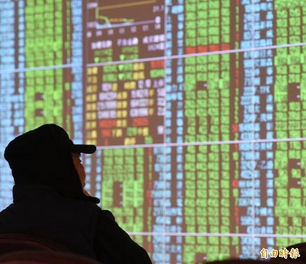 台北股市今天開盤下跌46.22點,跌幅0.42%,報11049.41點,成交金額為27.84億元。(資料照)