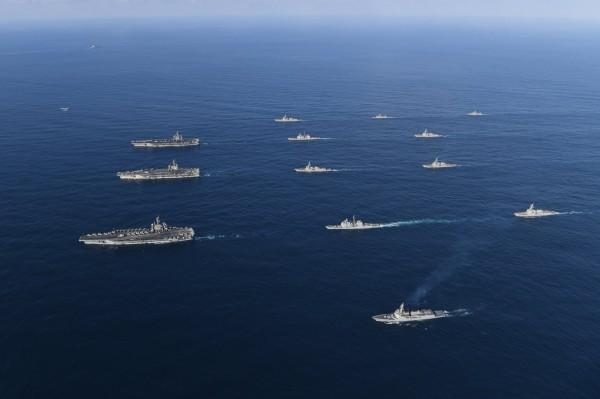 美國3大航母戰鬥群去年11月齊聚太平洋。(歐新社)