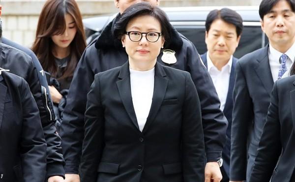 辛格浩第3任妻子徐美敬也因此案出庭。(圖擷自《韓聯社》)