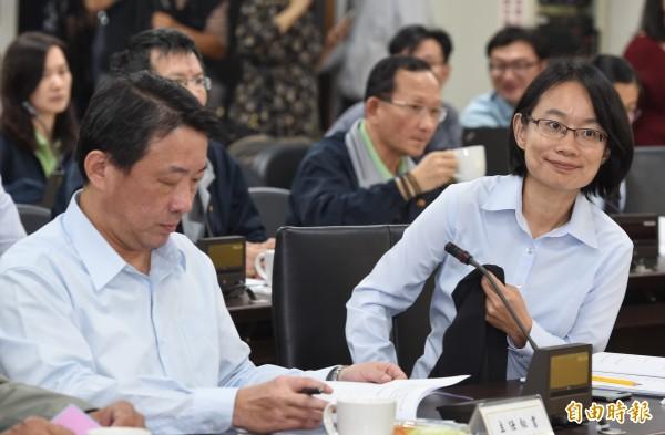 台北農產運銷公司總經理吳音寧昨在董事會中遭解職。(記者劉信德攝)