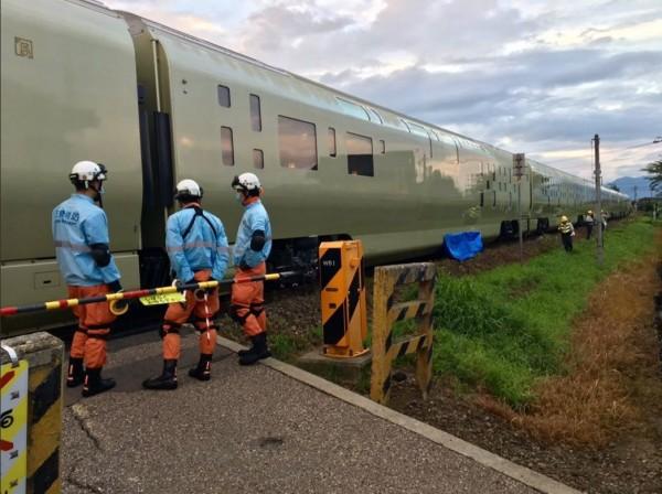日本「四季島」豪華寢台列車當地時間13日凌晨首傳撞死人意外。(圖擷自推特)
