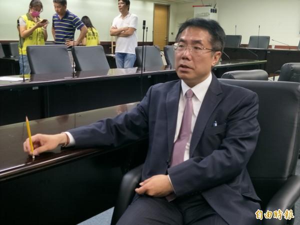賴清德與黃偉哲曾於高鐵上密會,討論台南市長選戰。(資料照,記者邱灝唐攝)