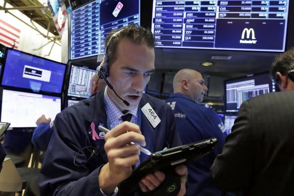美國股市今日收盤小跌,主要受到今年幾家股價漲勢強勁的大型銀行第3季財報影響,投資人減少對市場的信心。(美聯社資料照)