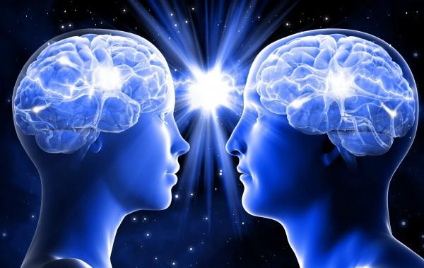英國一名心理學教授指出,事實上人腦與人腦間如同Wi-Fi一樣相互連接並傳遞情報,因此可以接收旁邊的人的思維,也就是說直覺並非是發自腦中,而是人腦之間交流的結果。(圖取自網路)