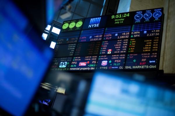 美元指數下跌0.4%至89.440,結束連續2天的漲勢。(彭博社)