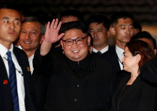 北韓領導人金正恩(中)。(路透)