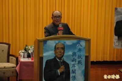 前行政院長郝柏村批評柯文哲是台灣皇民後裔,引發爭議後,昨上午到中山大學演講「八年抗戰與兩岸關係」。(記者方志賢攝)