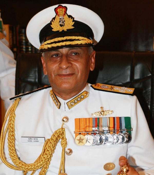 面對中國日益擴大的影響力,印度海軍總司令蘭巴(Sunil Lamba)表示,印度首艘自製航母預計會在2020年前服役,另外有6艘核動力潛艦計畫也在進行。(圖取自印度海軍官網www.indiannavy.nic.in)