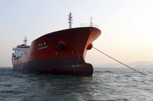 南韓當局昨證實,扣押一艘秘密轉運石油至北韓的香港籍油輪「方向永嘉號」(英船名Lighthouse Winmore)。圖為「方向永嘉號」。(美聯社)