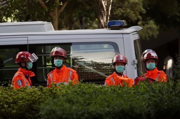 今天(26日)下午3點左右,香港鰂魚涌公園驚傳槍擊案,共2男2女受傷,其中2人頭部中彈命危,被送往醫院急救。(路透)