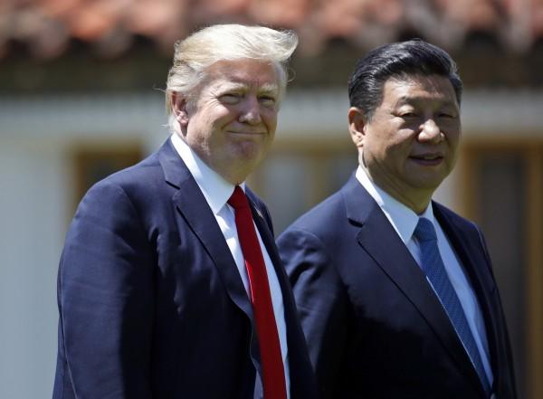 美智庫學者表示,要迫使中國加重施壓北韓,台灣牌是可考慮的選項。圖為美國總統川普(左)、中國國家主席習近平(右)。(美聯社)