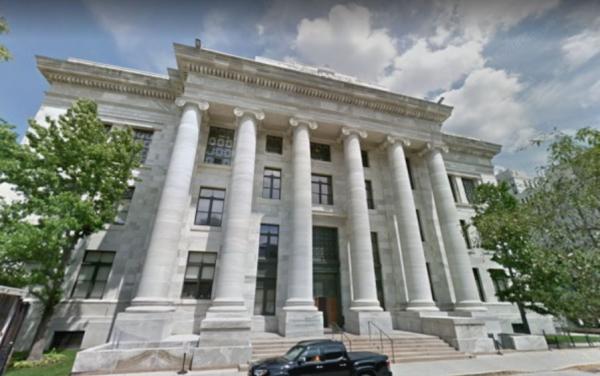 哈佛醫學院與附屬的布萊根婦女醫院,被爆出心臟專家安斐沙(Piero Anversa)所發表的31篇論文全部涉及捏造數據。(圖擷自Google街景)