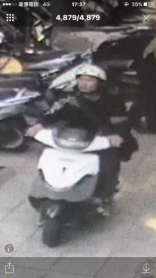 嫌犯楊才賢被拍下作案身影。(記者劉慶侯翻攝)