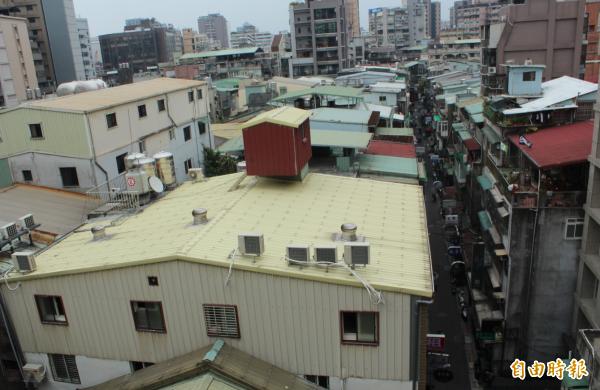台北市長柯文哲今受訪時指出,拆違建應該是已有公共危險的優先拆,而不是用83年之前或之後來決定。(資料照)
