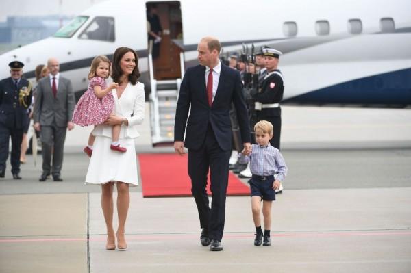英國威廉王子與其妻子凱特王妃的第3胎預計將於今年4月出生,外界盛傳即將出世的孩子應是位小公主。(資料照,路透)