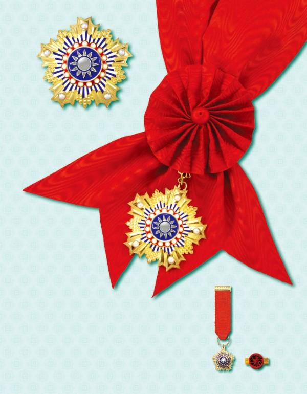 象徵我國最高榮譽的采玉大勳章,是以蔣介石之母「王采玉」命名。(圖擷自總統府網站)