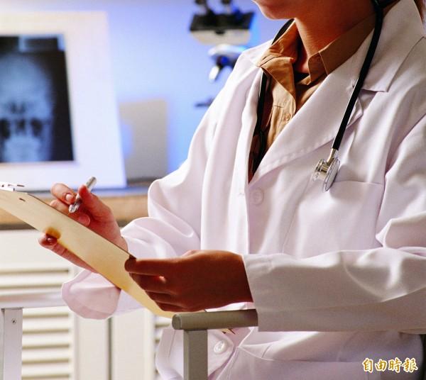 男大生帶去整形醫院,每人注射了9支玻尿酸。圖為示意圖,與本文無關。