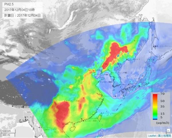 至下午6點時,PM2.5的濃度漸漸減退,但東北及西南地區仍為紅色,為霧霾重災區。(圖截取自venus.nies.go.jp)