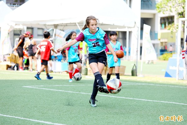 A Heartbreakers player competes in the skills challenge at the Football Festival at the Taipei European School last month. Photo courtesy of Michael Chandler of MFA