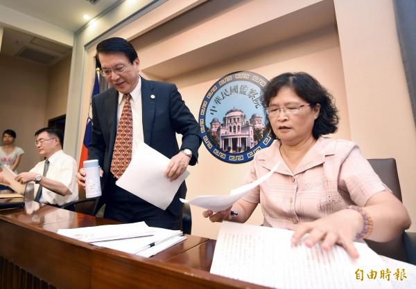監察院通過糾正經濟部,圖右為監委仉桂美。(資料照,記者方賓照攝)
