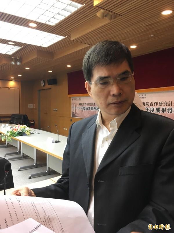 台大醫學院微生物學科教授王錦堂,發表最新研究成果表示,此項研究找到「抗克痢黴素克雷伯氏肺炎桿菌」的抗藥機制。(記者林彥彤攝)