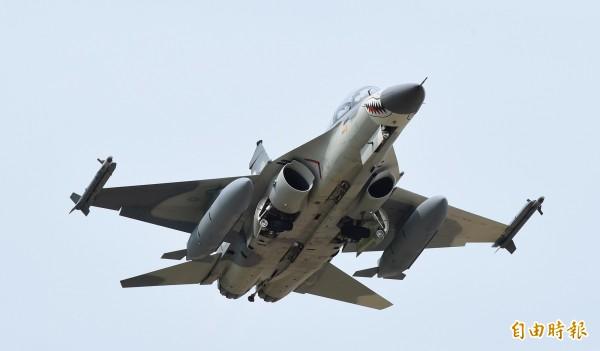 中山科學研究院長張冠群今天證實,研發下一代戰機噴射發動機的「織女星計畫」已經完成建案。圖為經國號戰機。(資料照,記者劉信德攝)