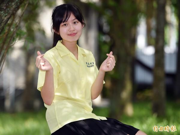 景美女中學生李品萱說,穿上景女制服會有榮譽感。(記者廖振輝攝)