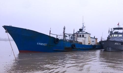 越南當局證實,一艘中國船隻日前因侵犯該國領海,遭該國警方帶走調查,且船長坦承侵犯越南領海。(圖擷自VN Express)