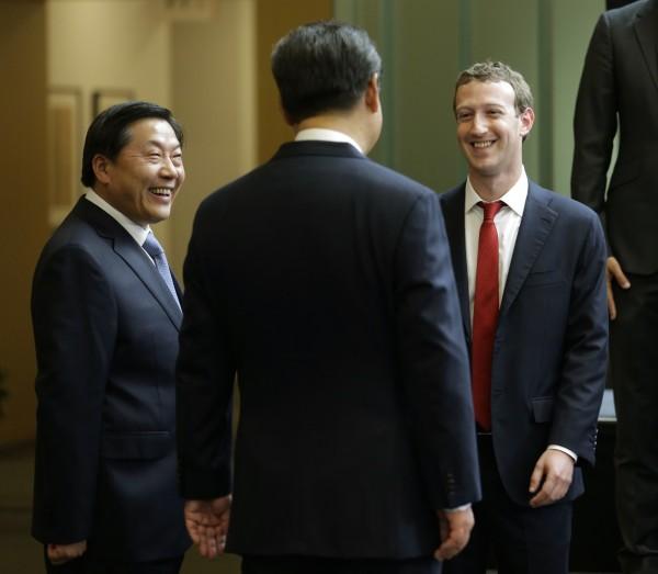 新華社記者曾爆料,魯煒(左)在內的中共高官出席「人奶宴」。圖非人奶宴當時畫面。(美聯社)