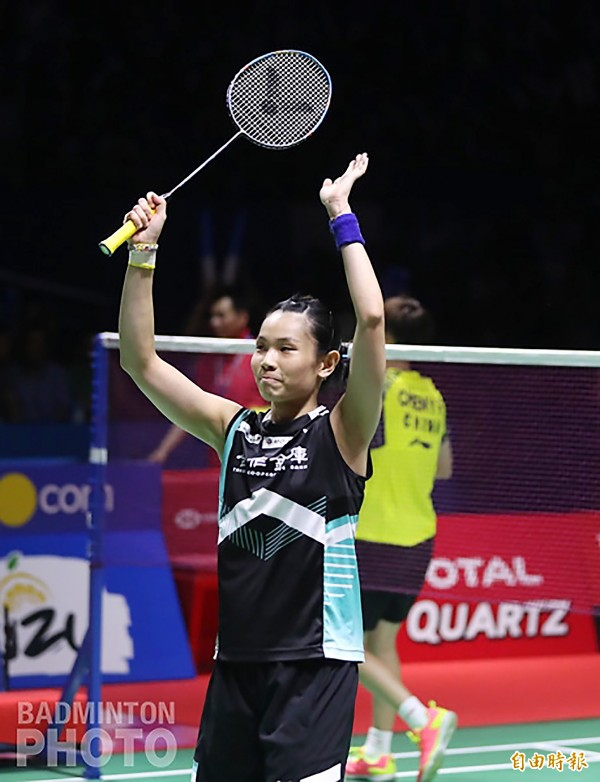 Taiwanese badminton player Tai Tzu-ying acknowledges applause after defeating Chinese opponent Chen Yufei at the Indonesia Open in Jakarta yesterday.