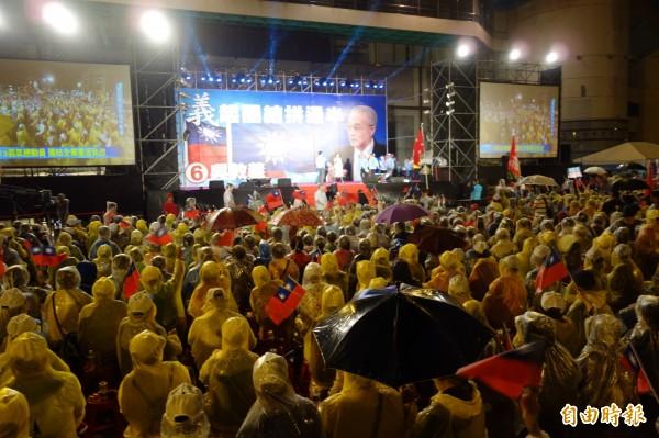 國民黨主席候選人吳敦義,今晚於板橋體育場舉辦造勢晚會。(記者葉冠妤攝)