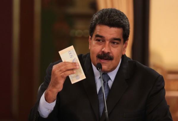 委內瑞拉總統馬杜羅17日晚間透過電視轉播宣達政令,提到要在未來數週內調漲3000%最低工資、提高企業稅率、增加天然氣價格。(歐新社)