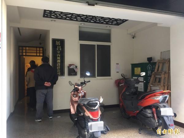 台中市潭子區驚傳林姓單親媽媽攜4個多月大的男嬰燒炭自殺身亡,警方趕往現場處理中。(記者歐素美攝)