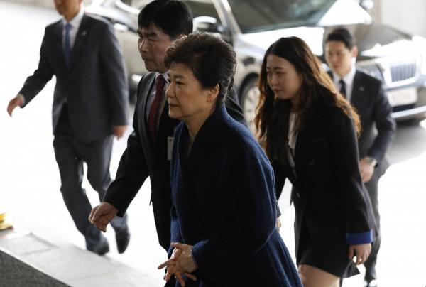 南韓前總統朴槿惠赴檢察廳接受調查。(法新社)